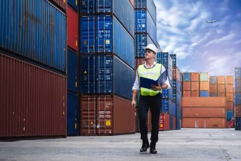 Contraintes logistiques et répartition des rôles entre franchiseur et master franchise, dans le cadre d'un développement international