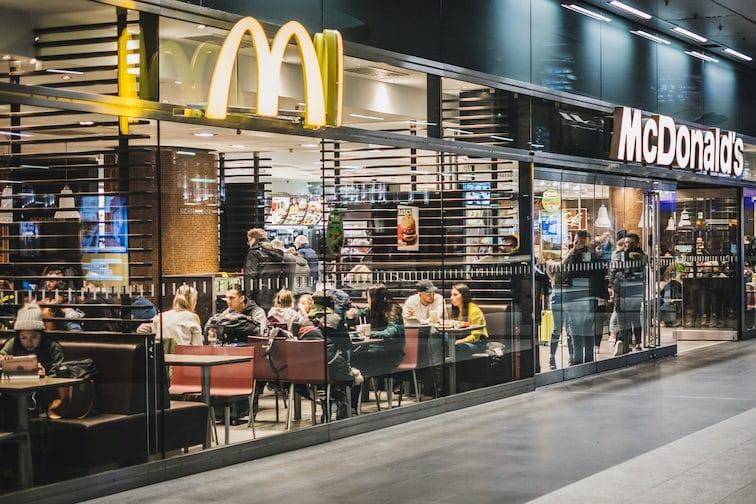 Un restaurant Mac Donald's, une enseigne qui s'est développé en franchise et en location gérance restauration