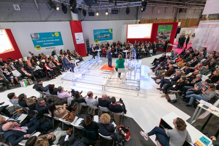 Le village création, un espace pour les candidats à la franchise à retrouver à Franchise Expo Paris. Les salons franchise mettent en place des dispositifs pour accompagner les candidats à la franchise.