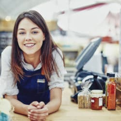 les avantages de la franchise pour le franchiseur et le franchise une franchisee dans son magasin